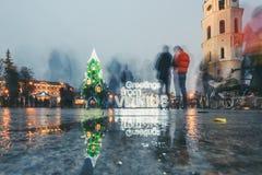 Unterzeichnen Sie Grüße von Vilnius- und Weihnachtsbaum in Vilnius Litauen 2015 Lizenzfreies Stockbild