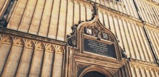Unterzeichnen Sie vorbei Eingang zu Bodleian-Bibliothek, Oxford, England Lizenzfreie Stockbilder