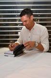 Unterzeichnende Kopien Dan Carters seines Buches Lizenzfreies Stockbild