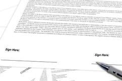 Unterzeichnender Vertrag Stockfoto