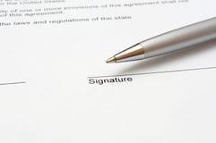 Unterzeichnender Vertrag Stockbilder