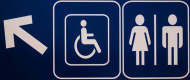 Unterzeichnet öffentliche Toiletten Stockfotos