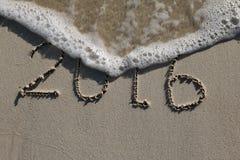 2016, unterzeichnet das letzte Jahr auf dem Strand Stockfoto