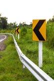 Unterzeichnet Linkskurve voran Stockbilder
