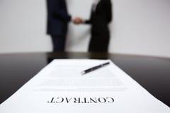 Unterzeichneter Vertrag lizenzfreie stockfotografie