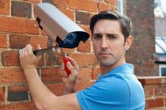 Unterzubringen Mann-passende Überwachungskamera Lizenzfreie Stockbilder