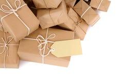 Untidy куча коричневых пакетов с ярлыком Стоковое Изображение RF