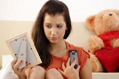 Untröstliches junges Mädchen zu Hause Stockfotos