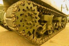 Ununterbrochene Bahn auf Militärfahrzeug Lizenzfreie Stockfotos