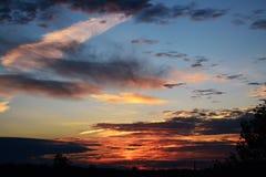 Unvergesslicher Sonnenuntergang lizenzfreies stockfoto
