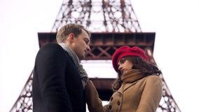 Unvorsichtiges Mädchen, das Mann in der Liebe, Ende des romantischen Verhältnisses, Auseinanderbrechen lässt stockfotos