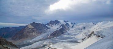Unweather de la mañana en las montañas Foto de archivo libre de regalías