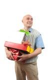 Uomini adulti con i regali di natale sopra bianco Immagine Stock