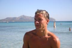 Uomini alla spiaggia immagini stock libere da diritti
