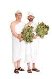 Uomini allegri con i ramoscelli della quercia in costumi da bagno Immagine Stock