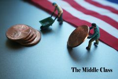 Uomini americani che muovono i loro stipendi con alta qualità della bandiera americana Immagini Stock
