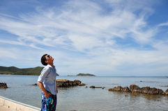 Uomini asiatici con il cielo Immagini Stock