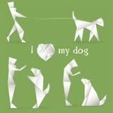 Uomini che giocano con un cane fatto nello stile degli origami Immagini Stock