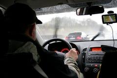 Uomini che guidano con un GPS fotografia stock