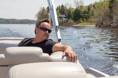 Uomini che si rilassano su una barca Fotografia Stock Libera da Diritti