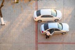 Uomini che si siedono in automobile, vista superiore Fotografia Stock Libera da Diritti