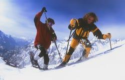 Uomini che snowshoeing nel Chevalier di Serre Immagini Stock