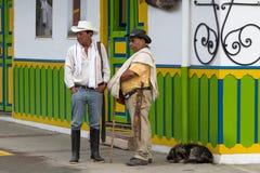 Uomini colombiani all'aperto in Salento Immagini Stock