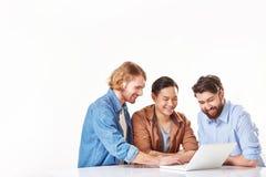 Uomini con il computer portatile Immagini Stock Libere da Diritti