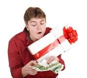 Uomini con il contenitore di regalo e di soldi. Fotografia Stock Libera da Diritti