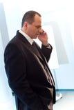 Uomini con il telefono mobile Immagini Stock