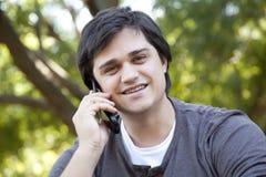 Uomini con il telefono mobile. Fotografia Stock