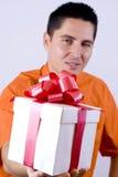 Uomini con un contenitore di regalo Fotografia Stock
