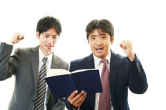 Uomini d'affari asiatici sorridenti Fotografie Stock