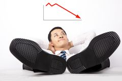 Uomini d'affari che esaminano il profitto giù Fotografia Stock