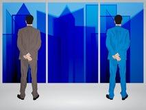 Uomini d'affari che guardano attraverso la finestra Fotografia Stock Libera da Diritti