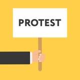 Uomini d'affari che iscenano un'insegna con la parola PROTESTA Immagine Stock