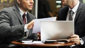 Uomini d'affari che lavorano concetto della carta di tecnologia Fotografie Stock Libere da Diritti