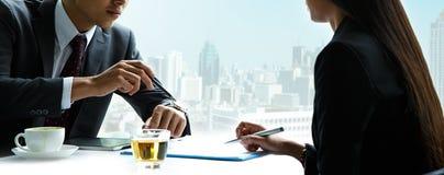 Uomini d'affari ed uomini d'affari delle donne Immagine Stock