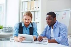 Uomini d'affari su una riunione Immagine Stock