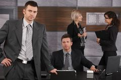 Uomini d'affari in ufficio Immagini Stock Libere da Diritti