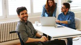Uomini d'affari in una riunione archivi video