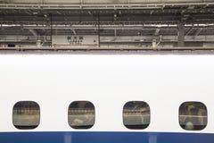 Uomini di affari che aspettano partenza del treno Fotografia Stock