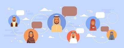 Uomini e donne arabi di conversazione della rete sociale di Media Communication di chiacchierata della gente musulmana Fotografia Stock