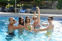 Donne attraenti stock images 25 934 photos - Donne che vanno in bagno a cagare ...