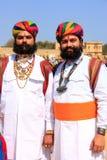Uomini indiani in vestito tradizionale che partecipano al competi di sig. Desert immagini stock