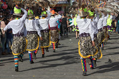 Uomini indigeni nell'usura tradizionale Ecuador Immagini Stock