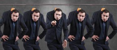 Uomini insoddisfatti in vestito che appende nel guardaroba fotografia stock