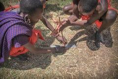 Uomini masai che fanno fuoco Fotografia Stock