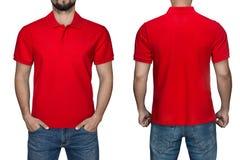 Uomini nella camicia di polo rossa in bianco, nella parte anteriore e nella vista posteriore, fondo bianco Progetti la camicia, i fotografie stock