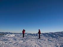 Uomini nelle montagne nell'inverno Fotografia Stock Libera da Diritti
